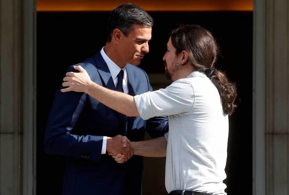 ¿Quién gana, Pedro Sánchez o Pablo Iglesias?  El saludo y la posición corporal en la comunicación no verbal.